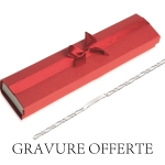 Pack comprenant: - Une gourmette femme 18cm (visible <a href='http://www.mary-jane.fr/mws/popup.php?page=10&art=2554'>ici</a>) - Un écrin rouge (visible <a href='http://www.mary-jane.fr/mws/popup.php?page=10&art=57656'>ici</a>) - La gravure offerte